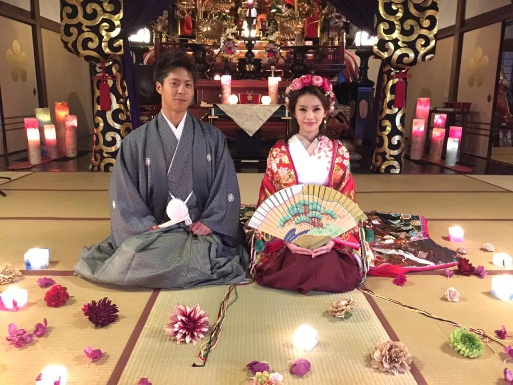 十二単風打掛、袴、お寺での挙式に